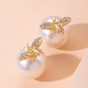 NEW Pearl Bee Stud luxurious glamorous Earrings
